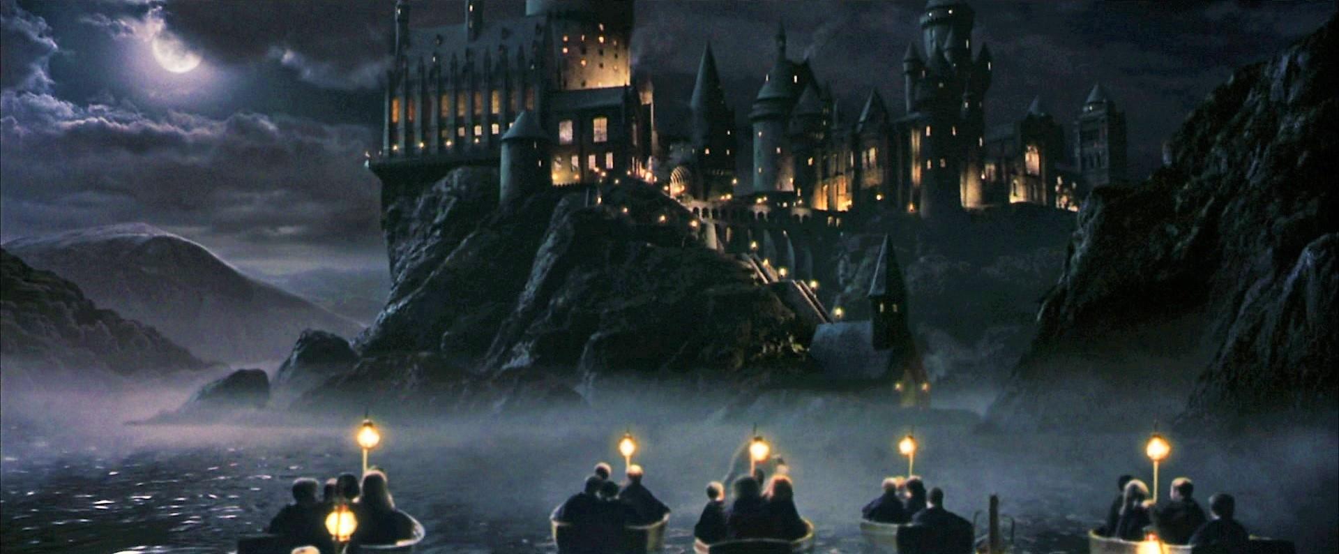 http://img3.wikia.nocookie.net/__cb20090509160456/harrypotter/images/e/ed/Hogwarts_boats_1.jpg
