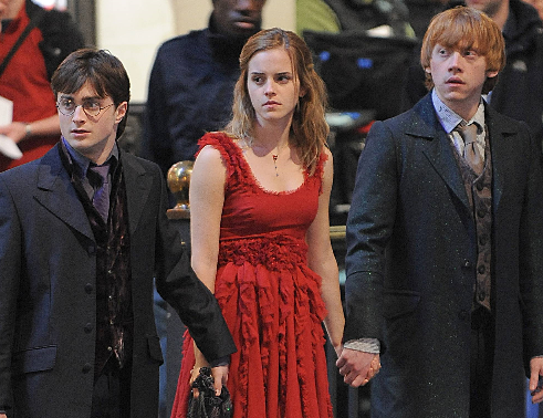http://img3.wikia.nocookie.net/__cb20091204182759/harrypotter/images/c/c9/Hermionehardeath.PNG
