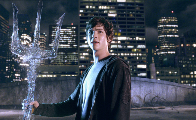 http://img3.wikia.nocookie.net/__cb20100330070750/olympians/images/4/42/Percy-has-a-liquid-trident.jpg