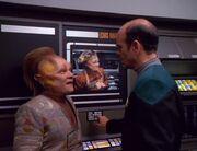 Neelix zeigt dem Doktor seine Sendung