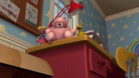 http://img3.wikia.nocookie.net/__cb20100909221242/pixar/images/thumb/2/2e/Lotducktoystoy3da-so.jpg/282px-Lotducktoystoy3da-so.jpg