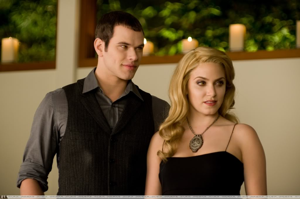 Rosalie and Emm... Alice Breaking Dawn Wedding
