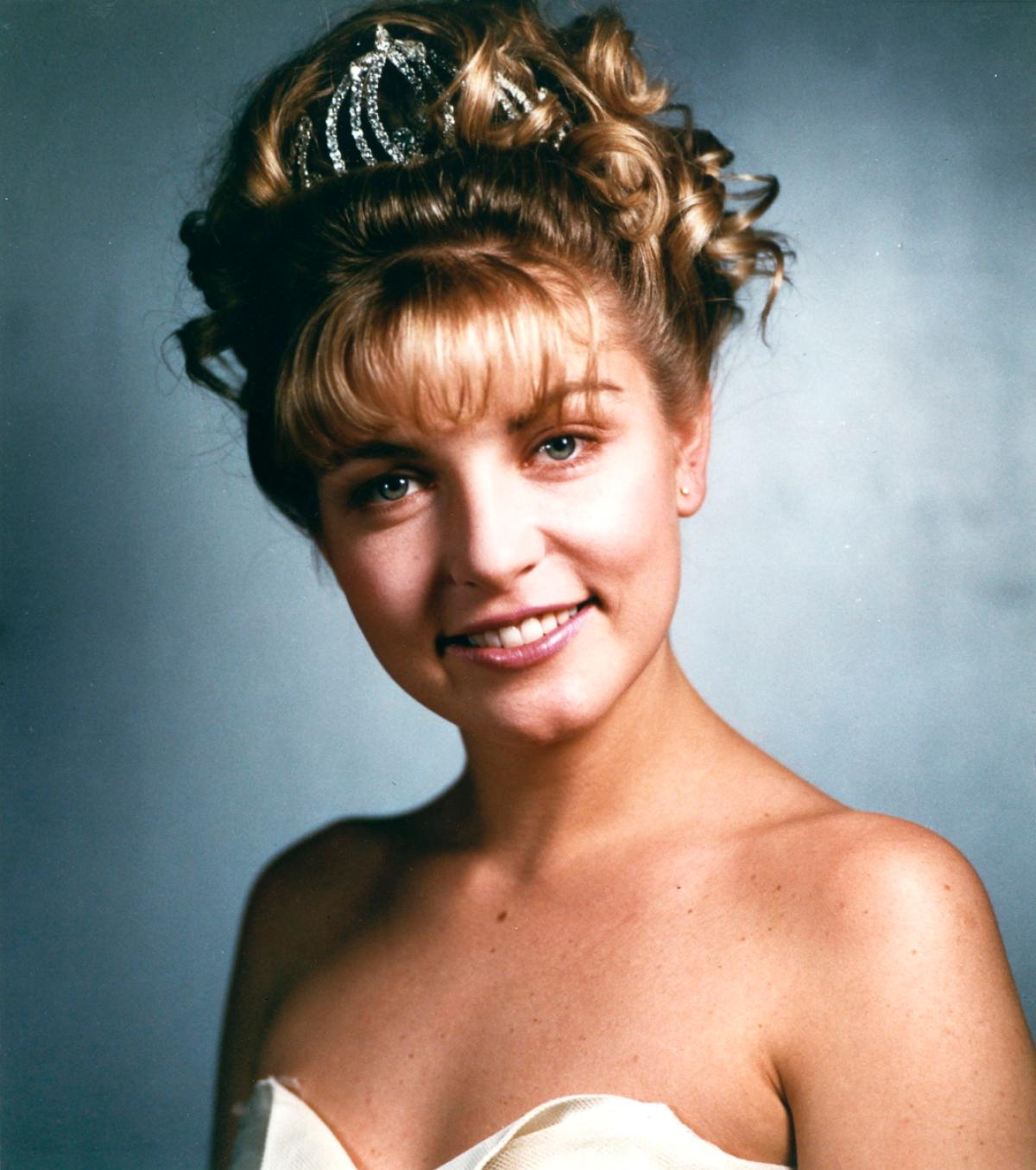 IMAGE(http://img3.wikia.nocookie.net/__cb20111030035926/twinpeaks/images/e/ef/Laura_Palmer,_the_Queen_Of_Hearts.jpg)