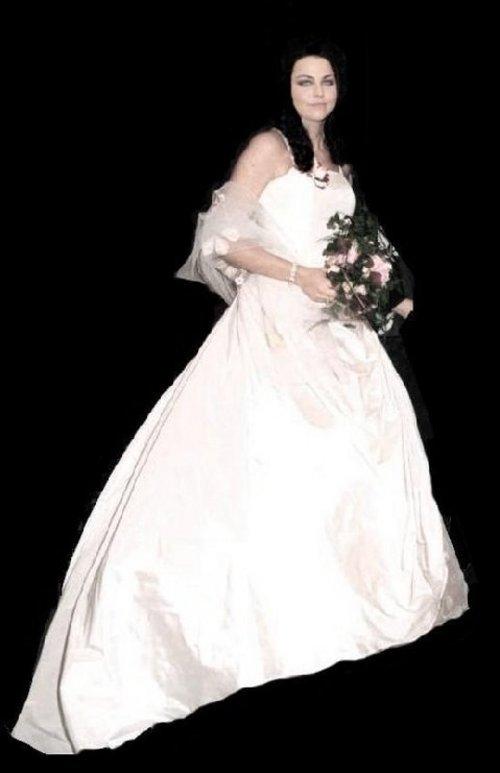wiki fileseb lola bringing wedding dresspng