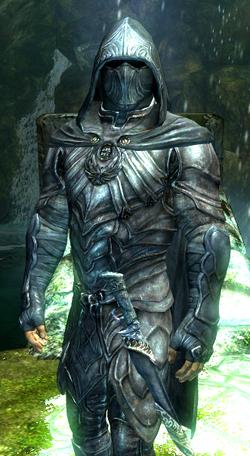 armadura de Ruiseñor 250px-TESV_Nightingale_Armor_Male