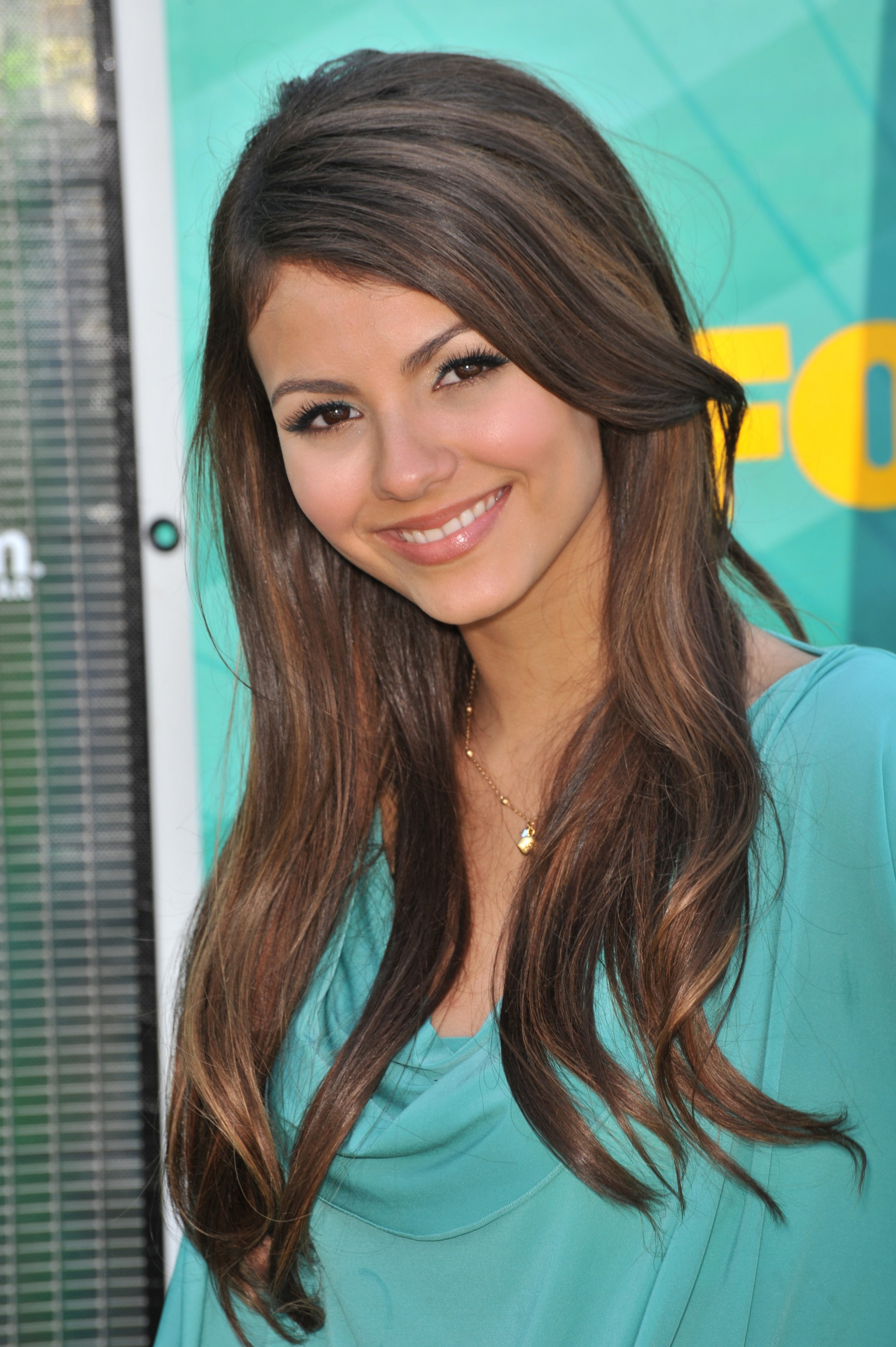 Victoria justice teen choice 2009 leaked celebrity photos space