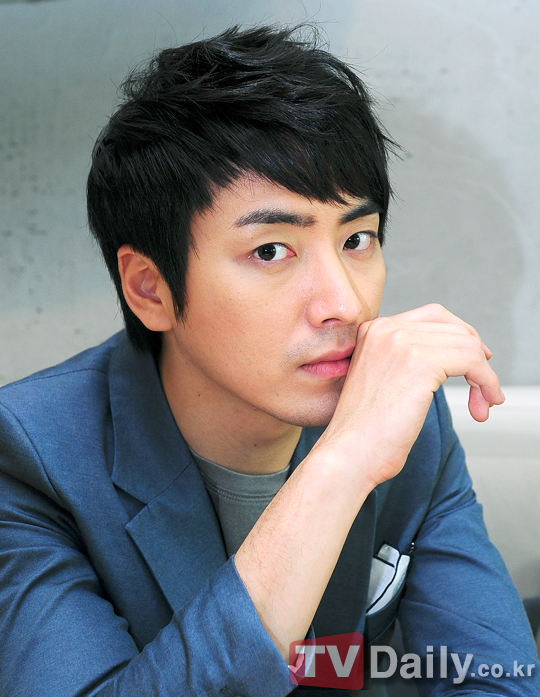 http://img3.wikia.nocookie.net/__cb20120621072657/drama/es/images/a/a8/Lee_Joon_Hyuk15.jpg