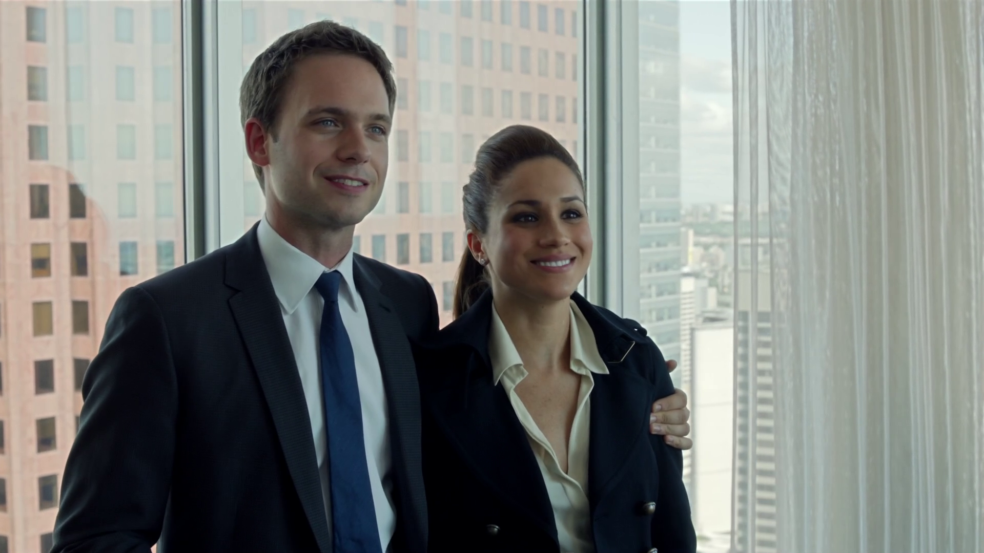 When do mike and rachel start dating suits