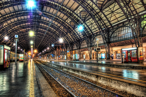 One hour on railway station College paper Sample - 1104 words