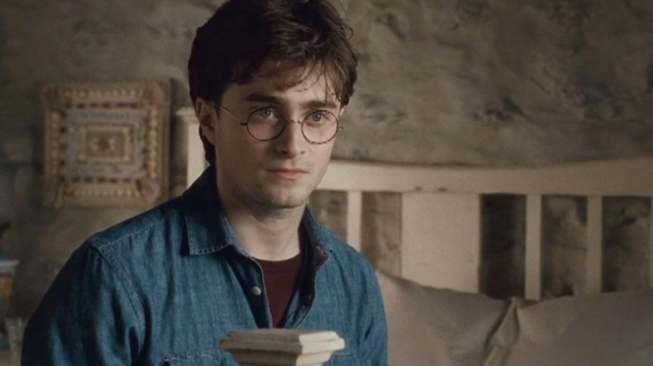 Harry Potter and the Deathly Hallows Clip - Master of Death