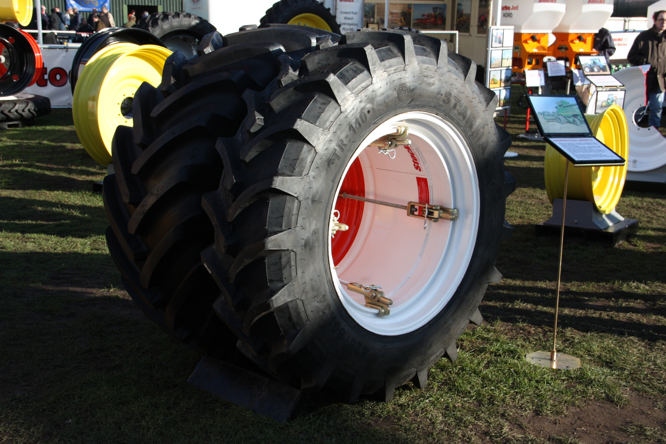 Dual Wheels For Tractors : Dual wheels tractor construction plant wiki the