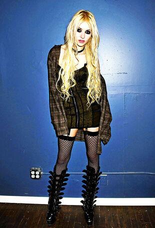Gallery: Taylor Momsen - Gossip Girl Wiki Taylor Momsen Wiki
