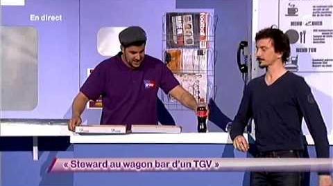 Steward au wagon bar d'un TGV