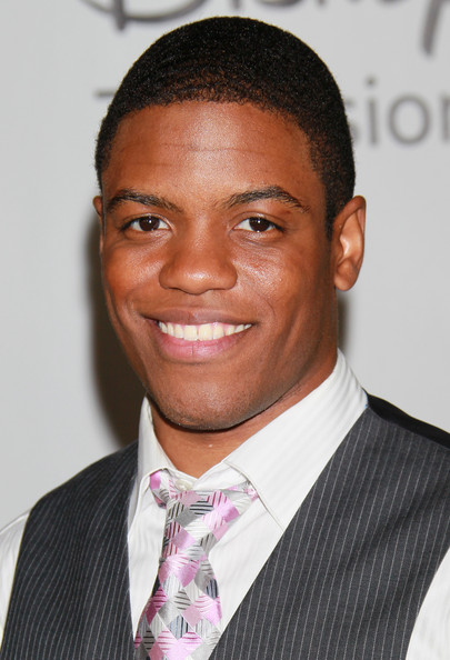 The 31-year old son of father (?) and mother(?), 185 cm tall Jon Michael Hill in 2017 photo