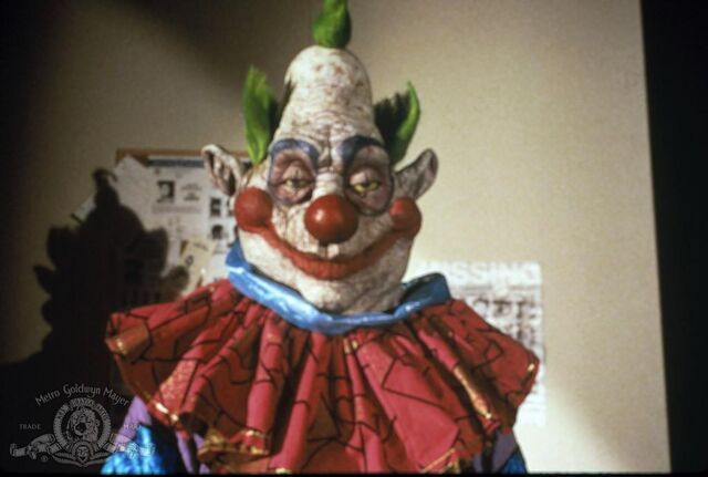Image killer klowns from outer space for Space clowns