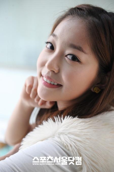 http://img3.wikia.nocookie.net/__cb20130517021420/drama/es/images/e/eb/Kim_Ga_Eun_(1989)7.jpg