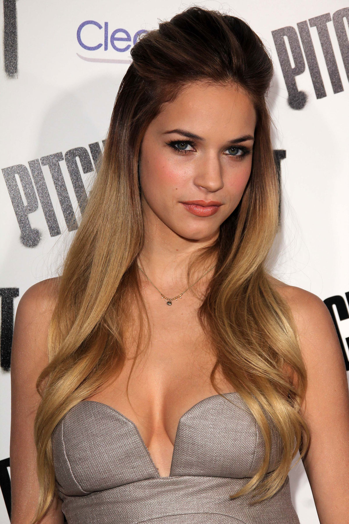 alexis knapp 2018 boyfriend tattoos smoking body measurements taddlr. Black Bedroom Furniture Sets. Home Design Ideas