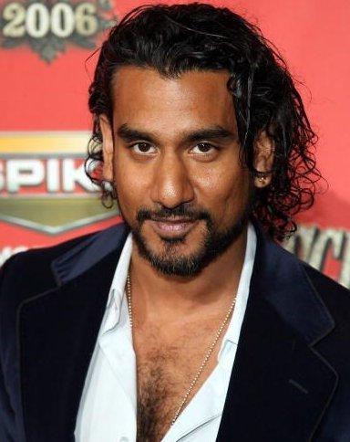 The 48-year old son of father Stanley Andrews and mother Nirmala Andrews, 175 cm tall Naveen Andrews in 2017 photo
