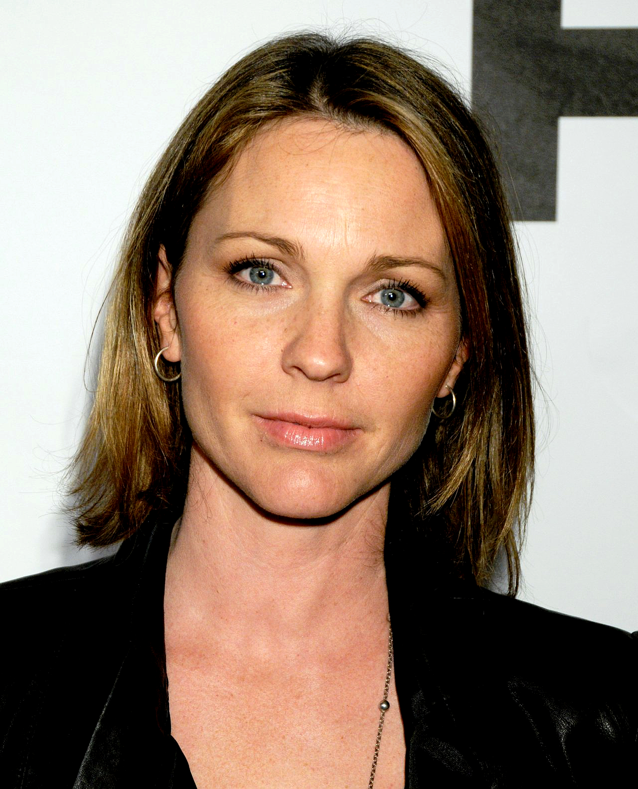 The 46-year old daughter of father John Williams and mother Shannon Wilcox, 165 cm tall Kelli Williams in 2017 photo
