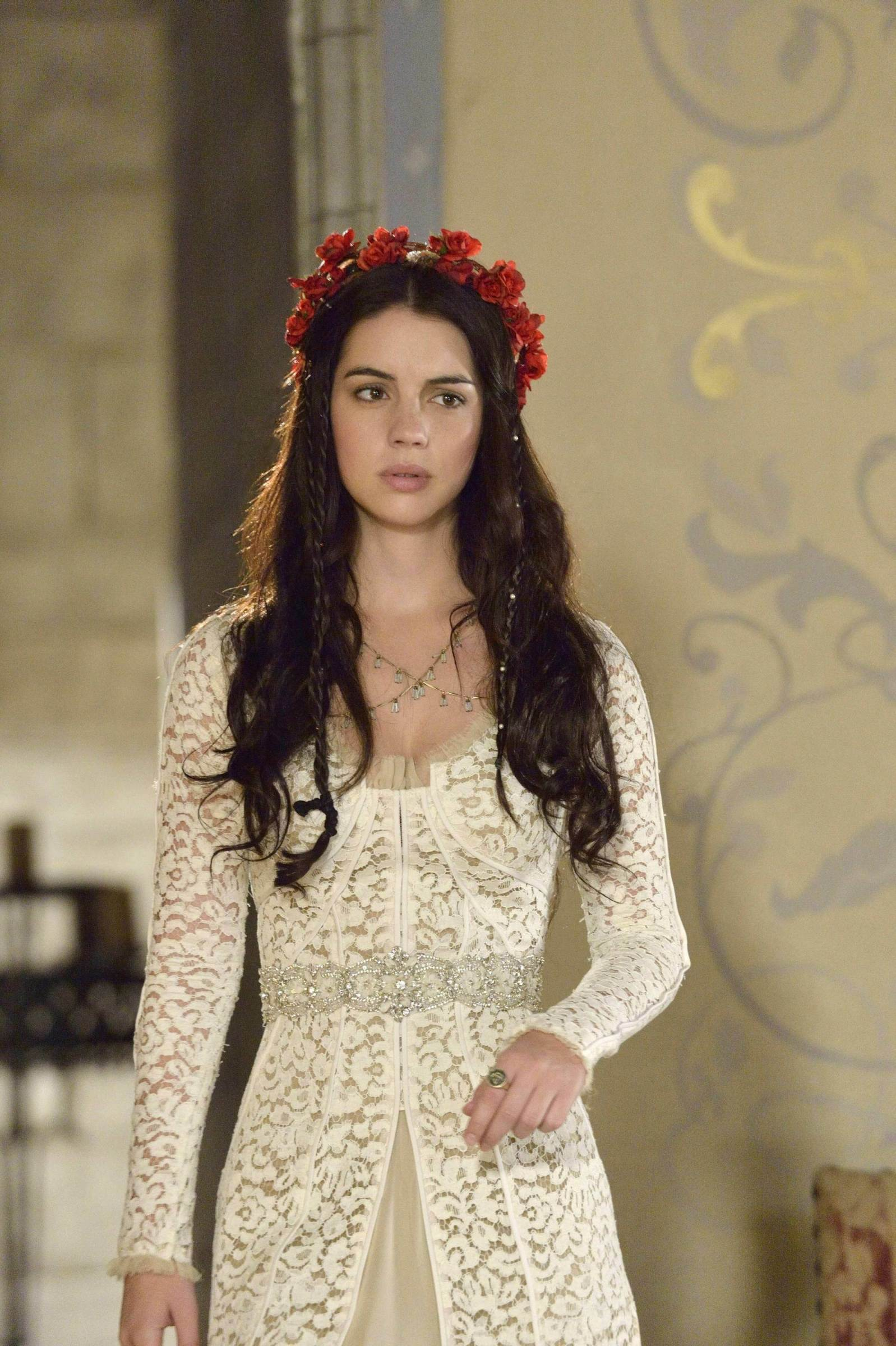 The Top 30 Dresses Queen Mary Wore On The CW\'s \