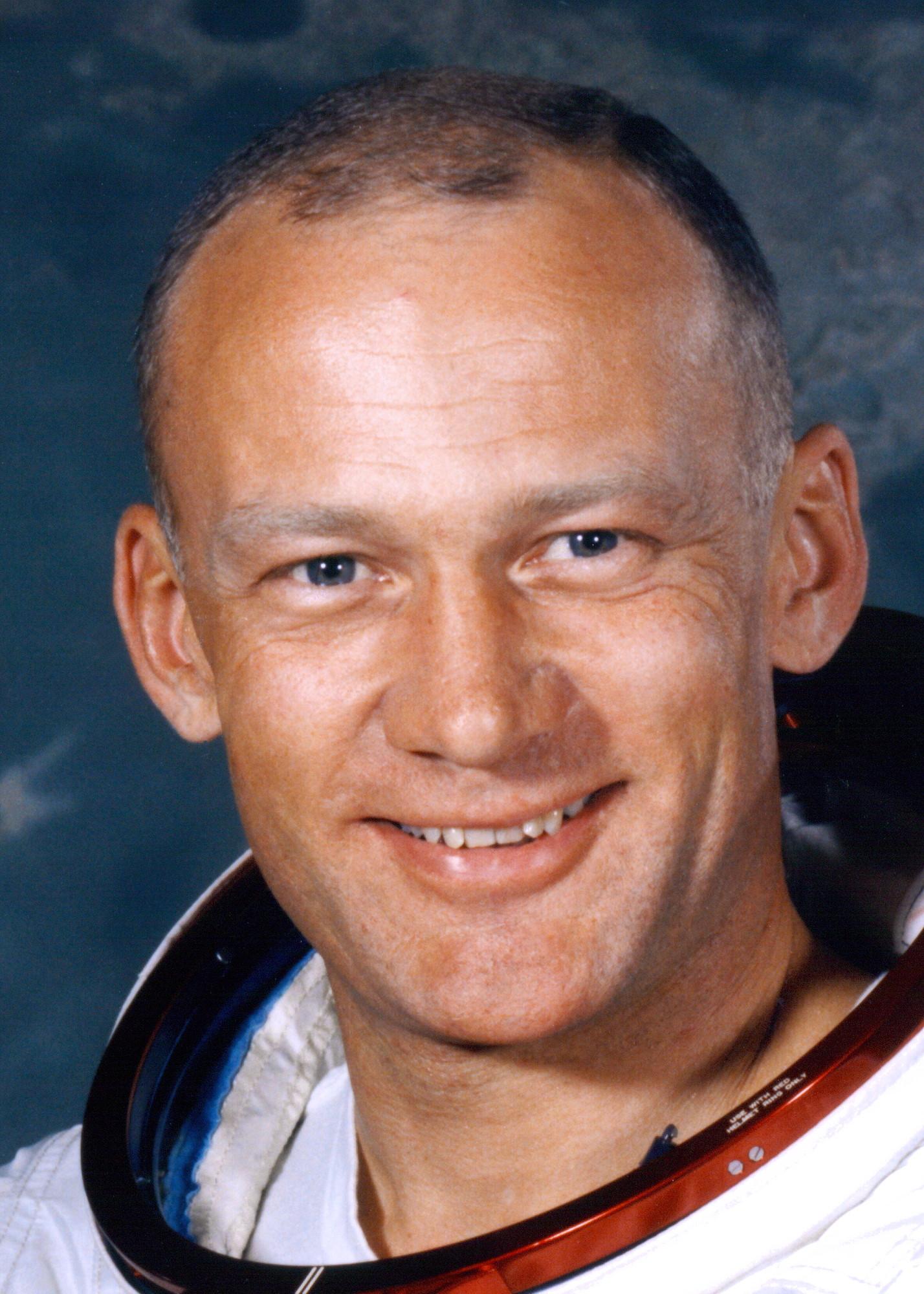 http://img3.wikia.nocookie.net/__cb20131022155737/bigbangtheory/de/images/2/28/Aldrin_buzz.jpg