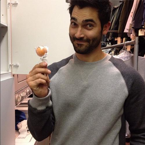 Derek Hale aka Tyler Hoechlin Teen_Wolf_Season_3_Behind_the_Scenes_Tyler_Hoechlin_drunkencakepop_Oct_19