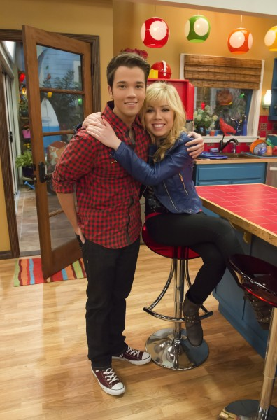 Who is sam dating from iCarly but in real life? - anchorrestaurantsupply.com