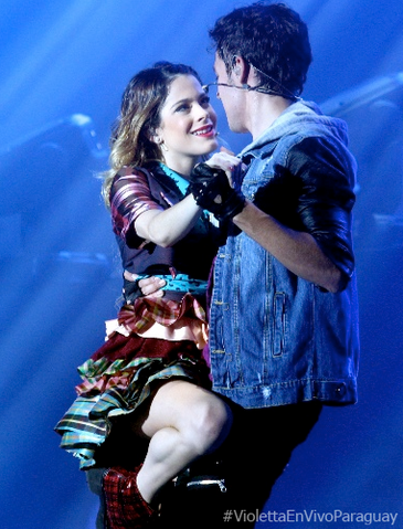 File:Martina+Stoessel+y+Jorge+Blanco+tumblr mtwwfmrAFM1six3aao1 400.png