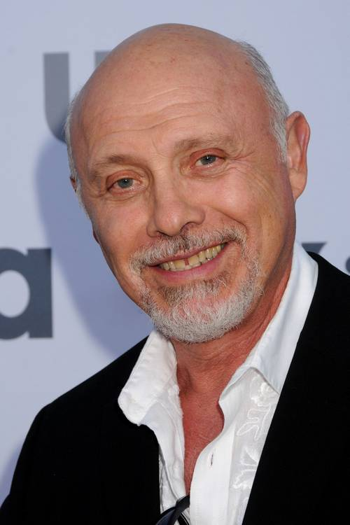 The 80-year old son of father (?) and mother(?), 177 cm tall Hector Elizondo in 2017 photo