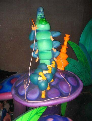 File:Caterpillar dark ride 640.jpg
