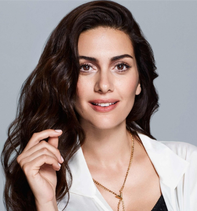 The 34-year old daughter of father Tanju Korel and mother Hülya Darcan, 180 cm tall Bergüzar Korel in 2017 photo