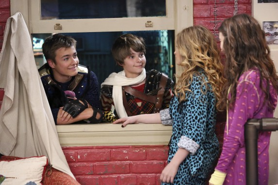 """girl meets world wiki spoilers Adds co-star veronica dunne, """"i'm just excited for fans to see how the whole show is going to end"""" (aren't we all) relatedgirl meets world boss breaks down series finale surprises, reveals a feeny/eric moment you didn't see in addition to previewing the show's big send-off, the cast — including."""
