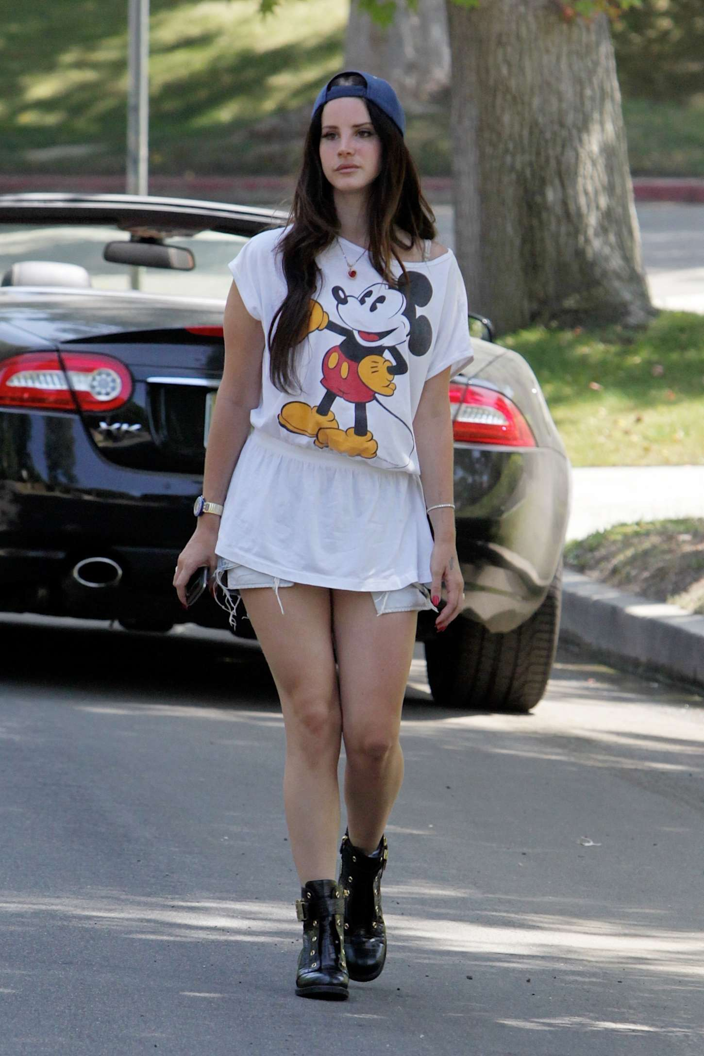 Image - Lana-Del-Rey---Going-to-a-friends-house-in-LA--09 ... Amy Winehouse Die